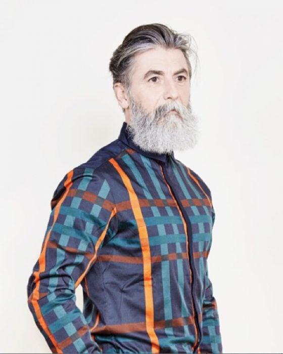 Hombre de 60 años se vuelve modelo gracias a su barba (1)