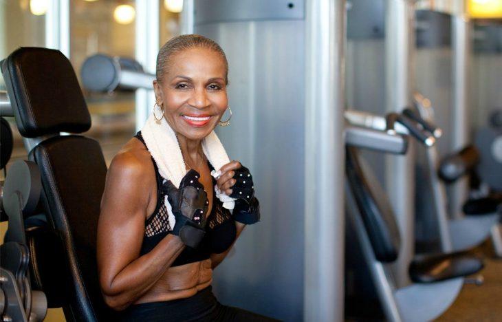 La culturista más anciana del mundo en el Gym