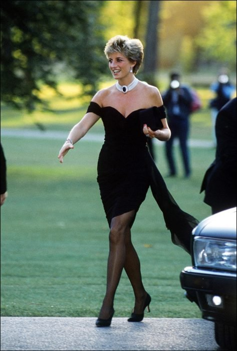 Diana de gales usando un little black dress