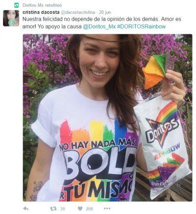 Tweet chica disfrutando Doritos Rainbow