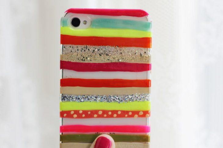 Funda para celular con pintado con esmalte de uñas