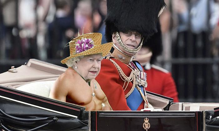 Reina Isabel vestida como una mujer musculosa