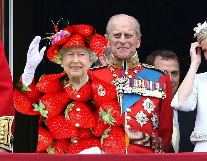 Reina Isabel vestida como una fresa