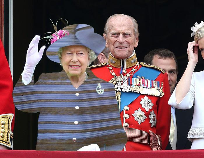 Reina Isabel vestida como el famoso vestido azul o blanco