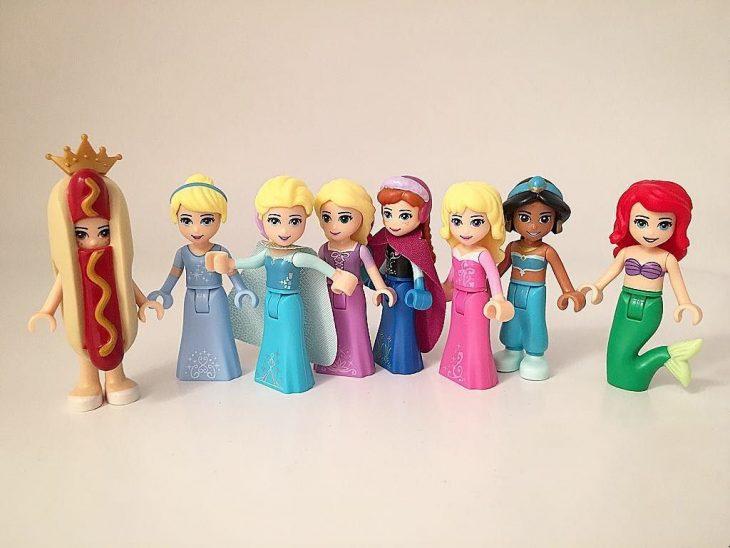 Princesas hechas de legos e incluyendo a la princesa hot dog