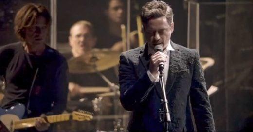 Robert Downey Jr. está nervioso de cantar con Sting. Pero cuando abre la boca nadie puede creerlo