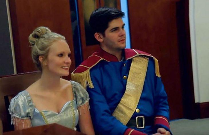 Príncipe y princesa de DIsney en audiencia
