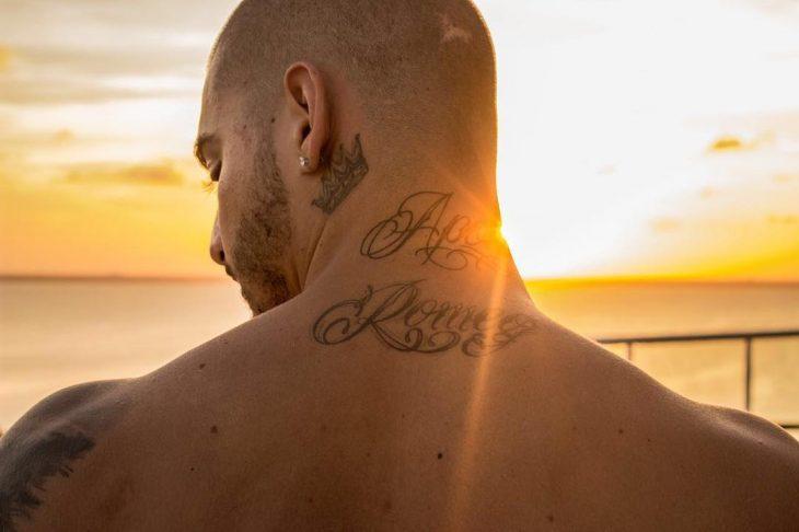 Maluma tatuajes nombres en la espalda