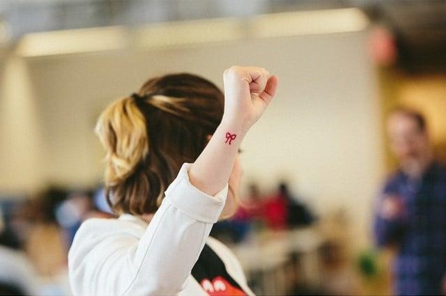 Moño de hilo rojo tatuaje