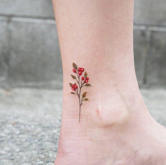 Tatuajes en el pie rama de cerezo