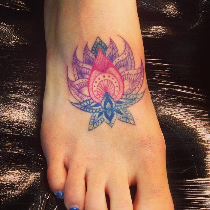 Tatuaje en el pie de flor de loto