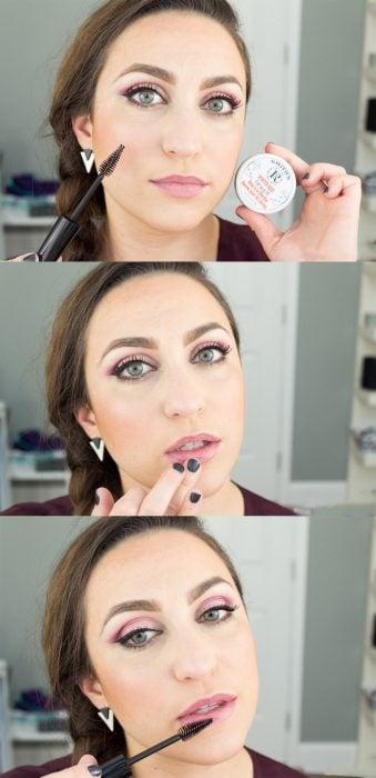 Tutorial de chica aplicando bálsamo para labios con un aplicador de rímel