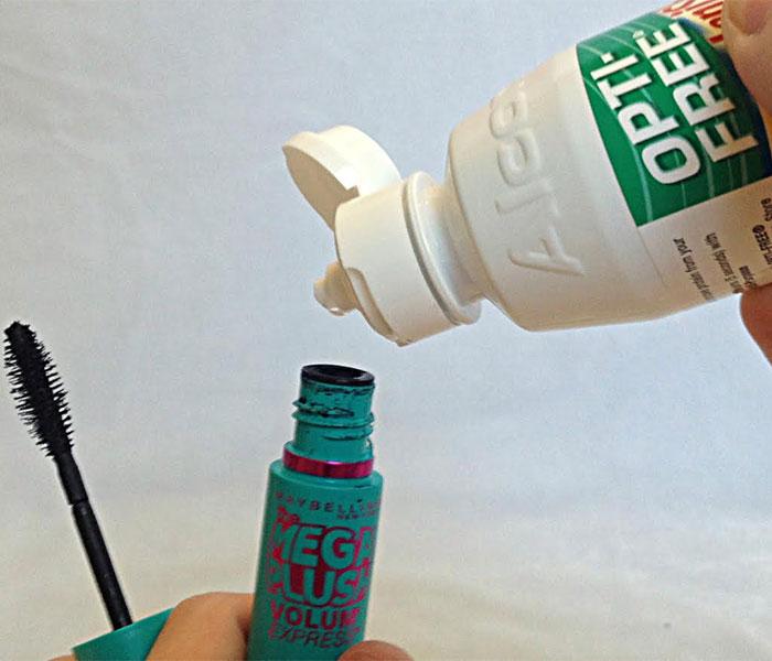 Solución optica de lentes de contacto para eliminar los grumos del rímel