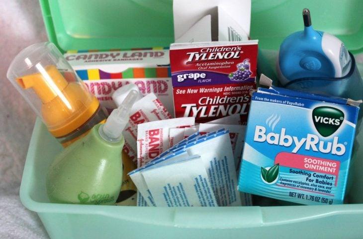 Kit de primeros auxilios para la llegada del bebé