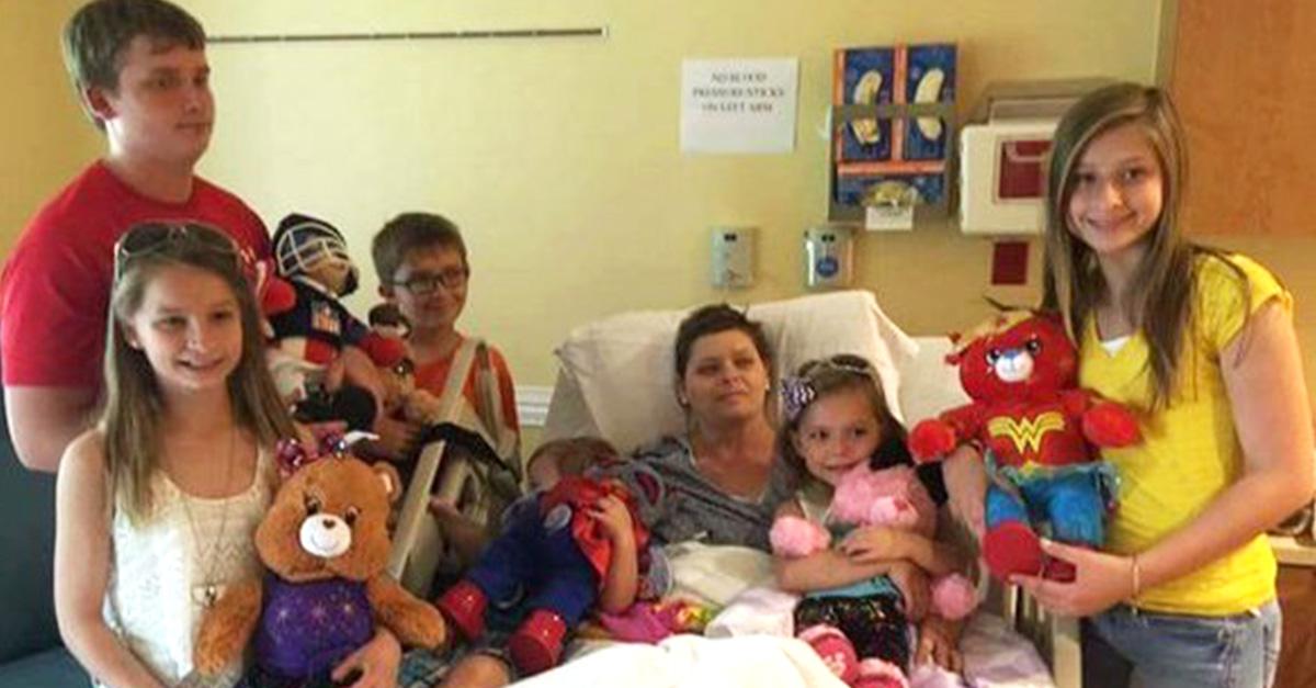 Una mamá de seis hijos murió y su mejor amiga los adoptó a todos