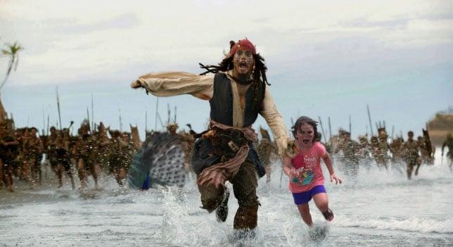 niña corriendo con Jack Sparrow