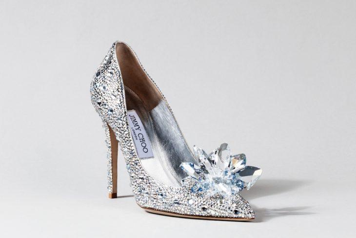 Zapatos de novia color plateado imitando a los de cenicienta