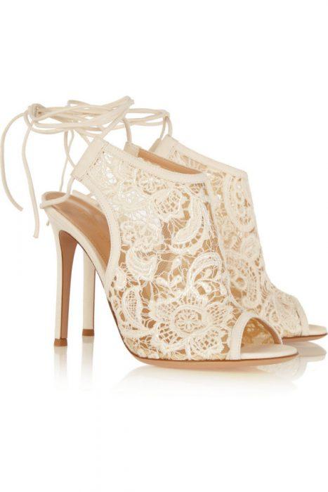 Zapatos de novia color blanco tipo botines de encaje