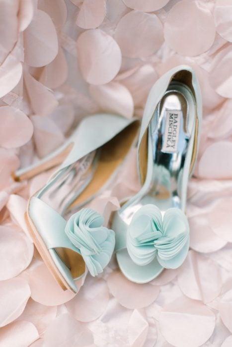 Zapatos de novia color azul agua