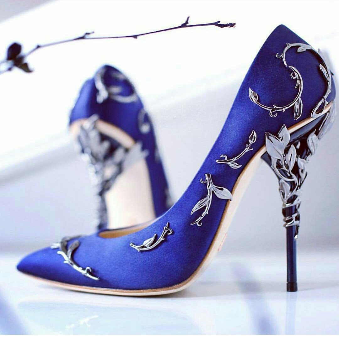 e9b94790d0 Zapatos de novia color azul con hojas en color plateado