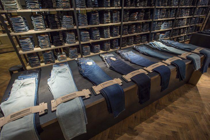 jeans de mezclilla de diferentes estilos