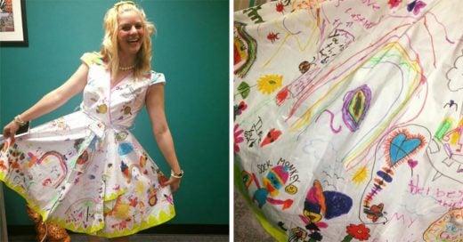 Niños firman vestido de maestra el último día de clases