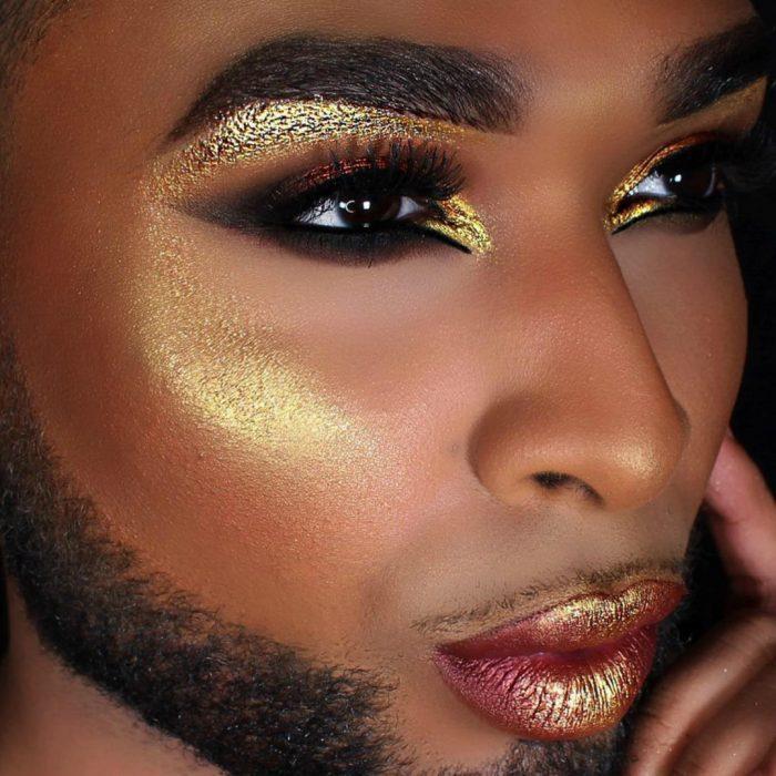 hombre con barba y maquillaje