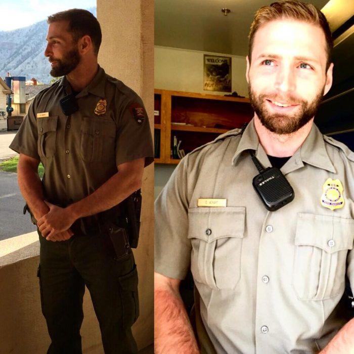 hombre pelirrojo con traje de policia