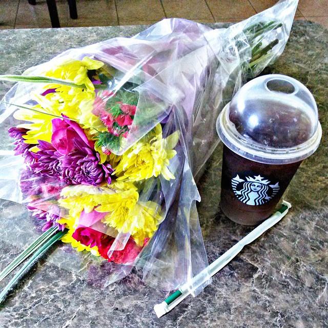 bebida y flores