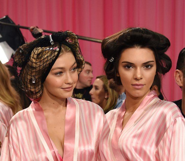 Kendall jenner y gigi hadid en el desfile de Victoria's secret