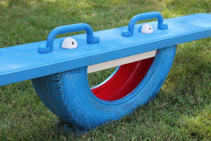 sube y baja hecho con medio neumático