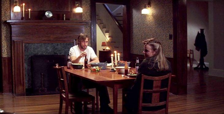 Escena de la película diario de una pasión Noah y Allie sentados comiendo