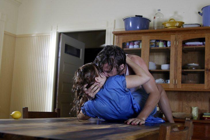 Escena de Diario de una pasión donde Noah y Allie se besan