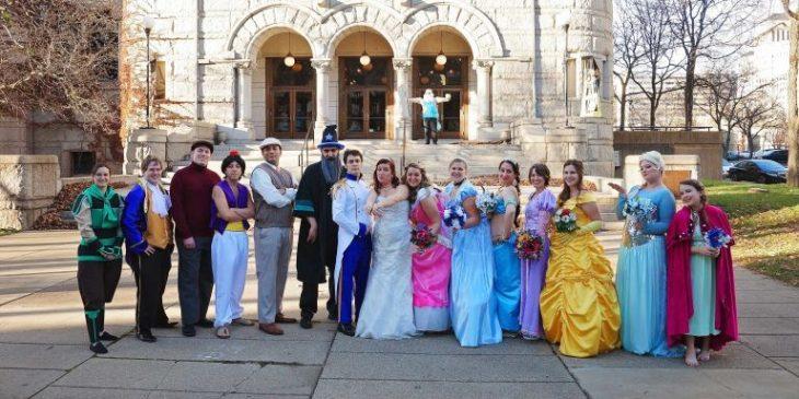 Personajes de Disney que son damas de honor y padrinos en una boda
