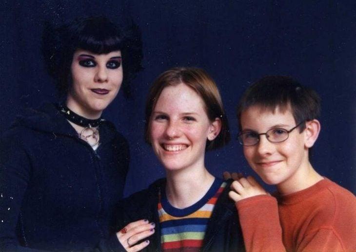 hermanos con una hermana dark