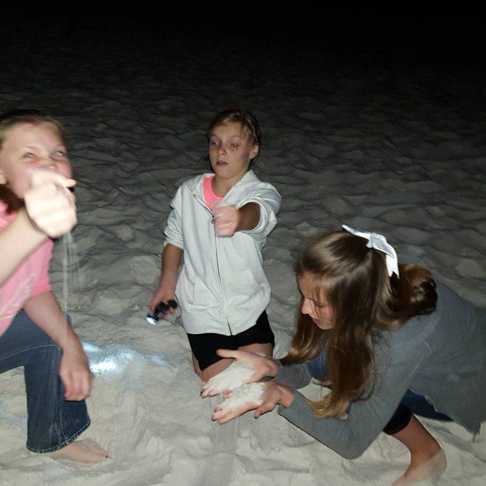 fiesta en la playa de niñas