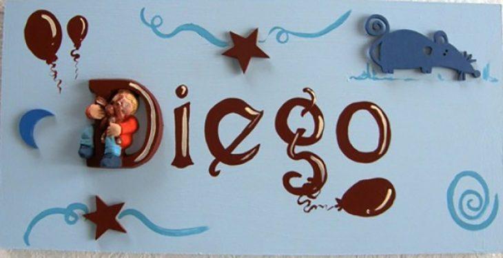 letrero azul con el nombre Diego y decoración azul de globos