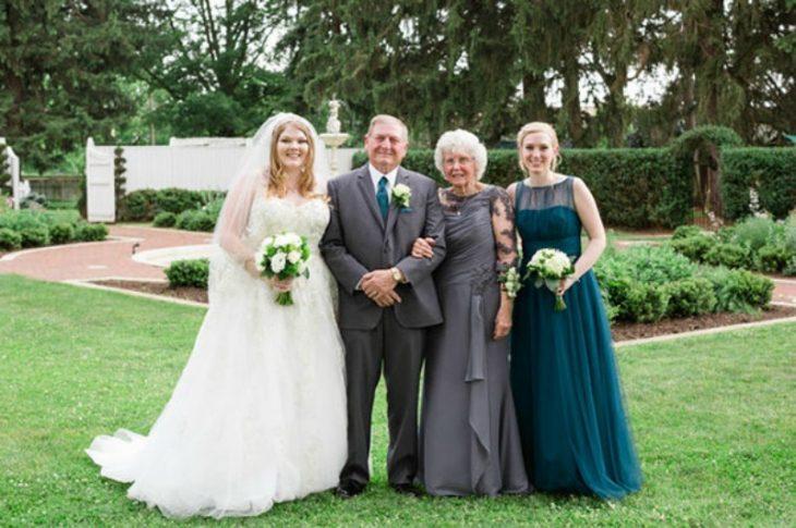 la novia con sus abuelos