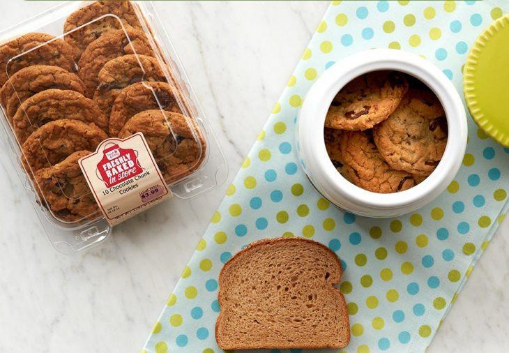 Conservar las galletas frescas con una rebanada de pan