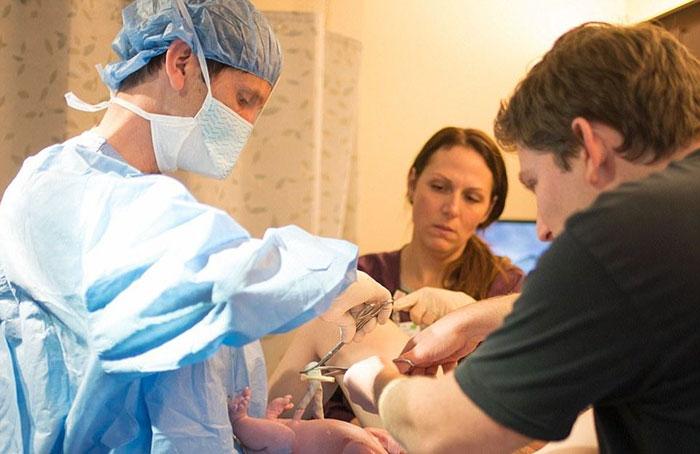 médicos durante labor de parto