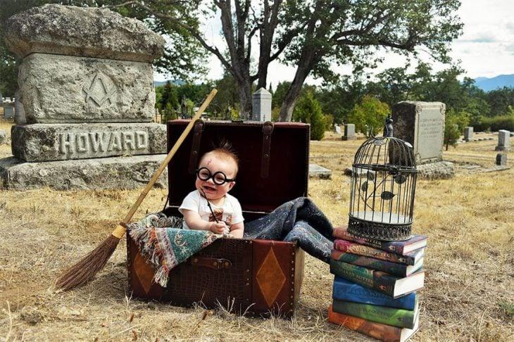 bebé disfrazado de Harry Potter en cementerio