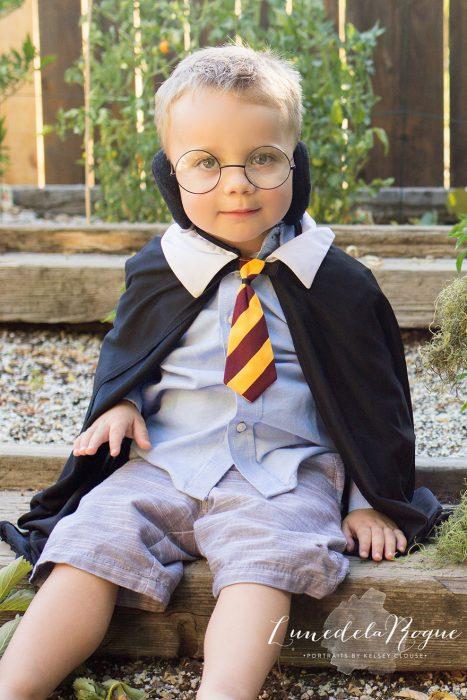 niño pequeño disfrazado de Harry Potter