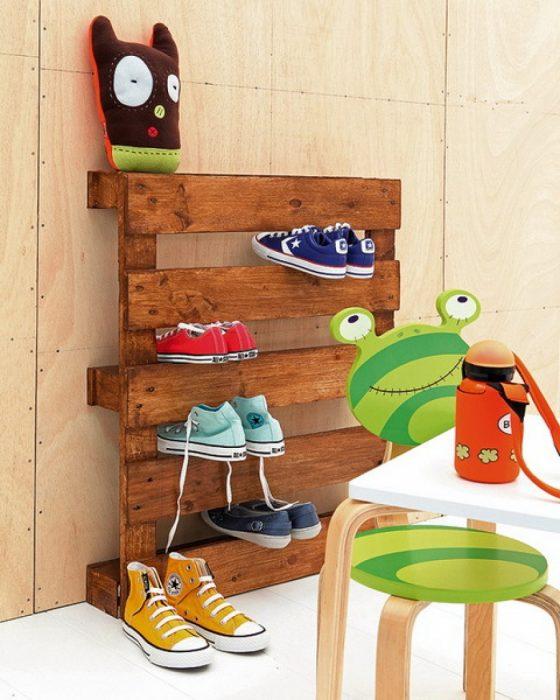 Organizador de zapatos creado con pallets