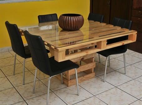 Mesa comedor creada con palets