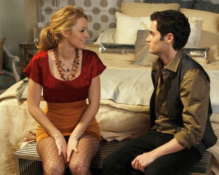 Escena de la serie gossip girls dan y serena conversando