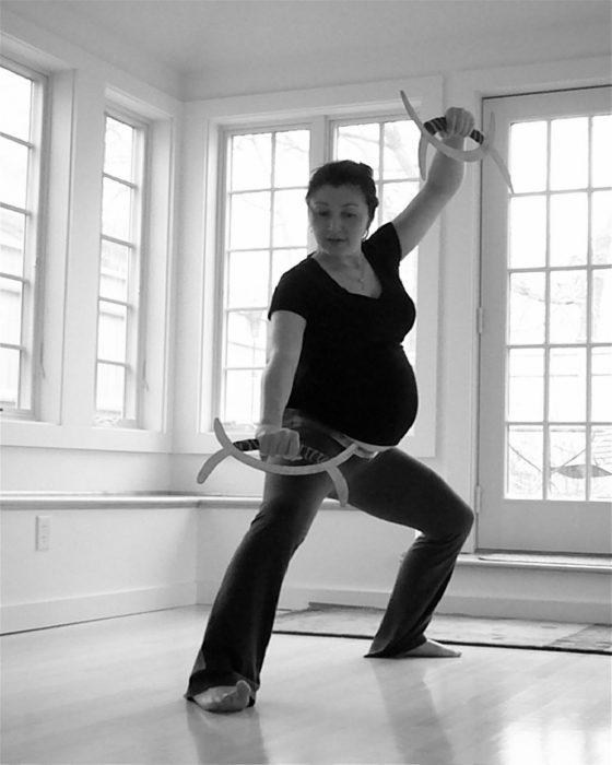 Mujer embarazada campeona de yudo peleando antes de dar a luz