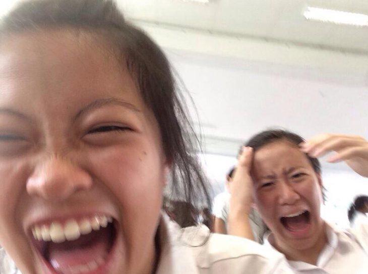 Selfie de chicas riéndose
