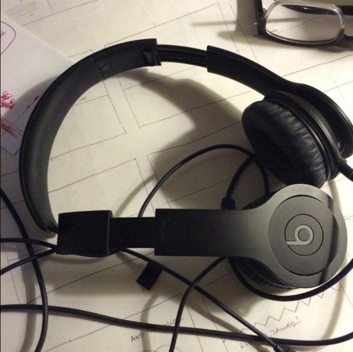 Audífonos rotos