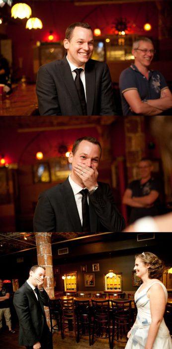 Novio llorando cuando ve a su novia caminando hacia el altar