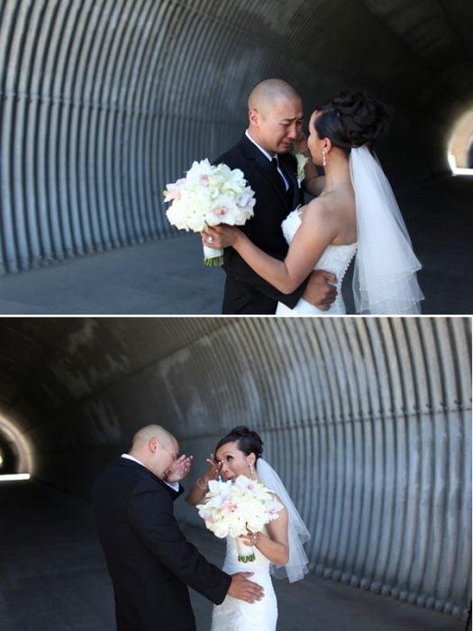 Novio llorando al ver a su novia en la sesión de fotos